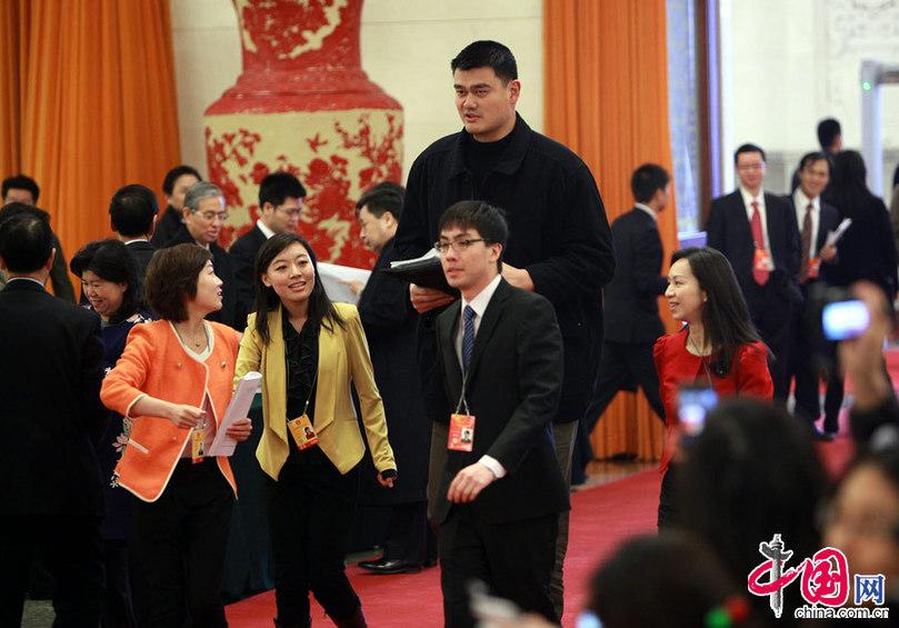 政协委员姚明:要想得到尊重,就要变得更强