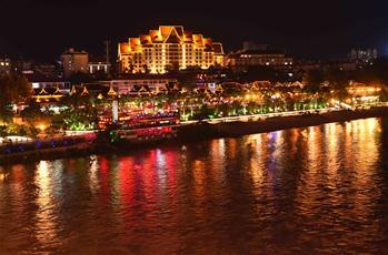 雲南景洪:瀾滄江畔夜色美