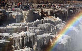 黃河壺口瀑布現冰瀑彩虹美景