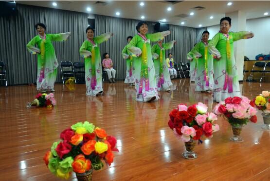 赛区代表队——少数民族夕阳红舞蹈队.她们此次参赛舞蹈曲目为《