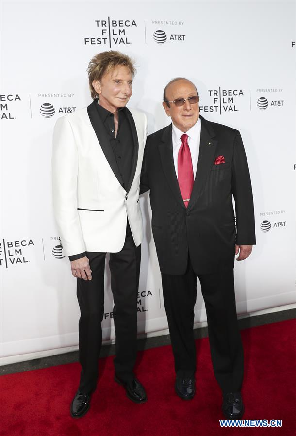 Singer Barry Manilow (L) and music mogul Clive Davis attend the opening night of the 2017 Tribeca Film Festival and the world premiere of &quot;Clive Davis: The Soundtrack of Our Lives&quot; in New York, the United States, April 19, 2017. The 16th annual Tribeca Film Festival opened here Wednesday night, bringing a trove of films, TV events, virtual reality installations and music pieces to New York. (Xinhua/Wang Ying)<br/>