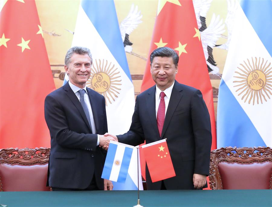 Chinese President Xi Jinping and his Argentine counterpart Mauricio Macri witness the signing of bilateral cooperation documents after their talks in Beijing, capital of China, May 17, 2017. (Xinhua/Ma Zhancheng)<br/>