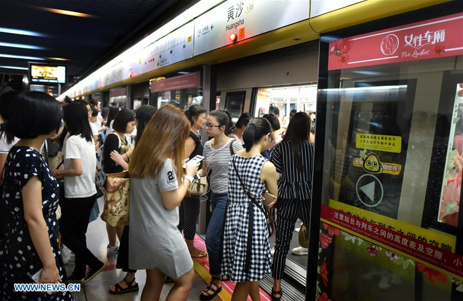 Women only metro carriages operated in s china 39 s guangzhou xinhua - Carrage metro ...