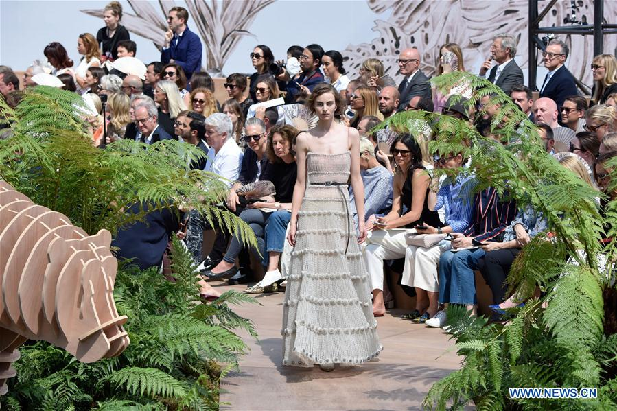 Creations of christian dior at haute couture 2017 18 fall for Haute in english