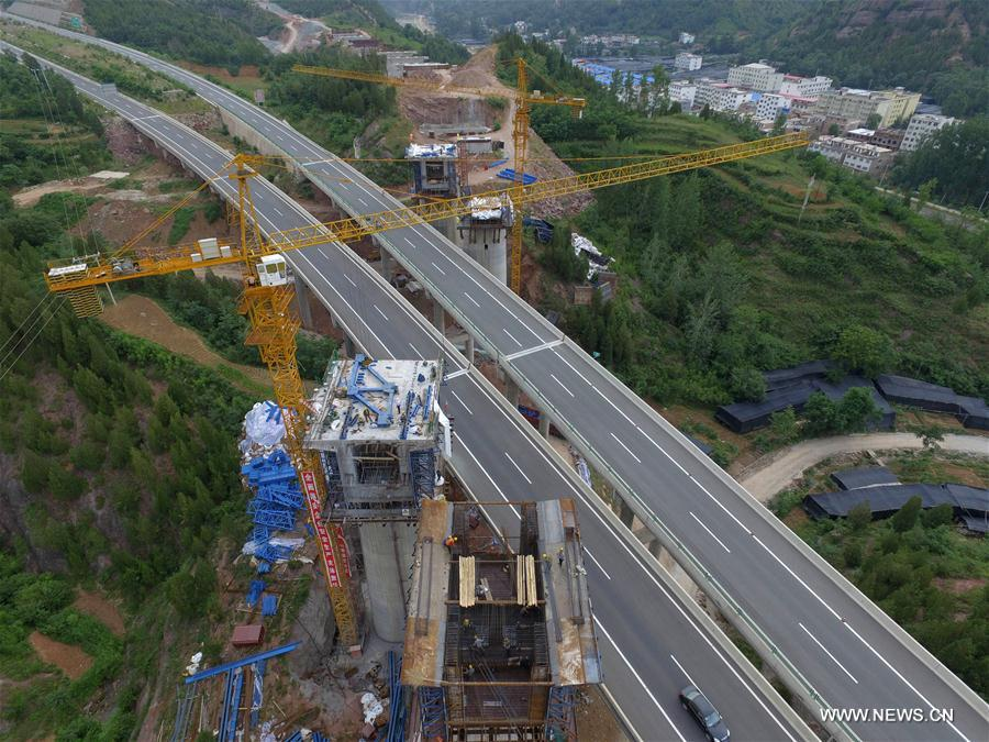 The construction site of a coal railway is seen in Sanmenxia, central China's Henan Province, July 11, 2017. The coal railway runs between north China's Inner Mongolia Autonomous Region and Ji'an in east China's Jiangxi Province, linking 7 provinces and regions with a lengh of 1,837 kilometers. The railway is expected to be in operation in 2020. (Xinhua/Zhu Xiang)<br/>