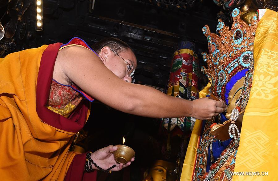 Panchen Lama holds Buddhist services in Tibet