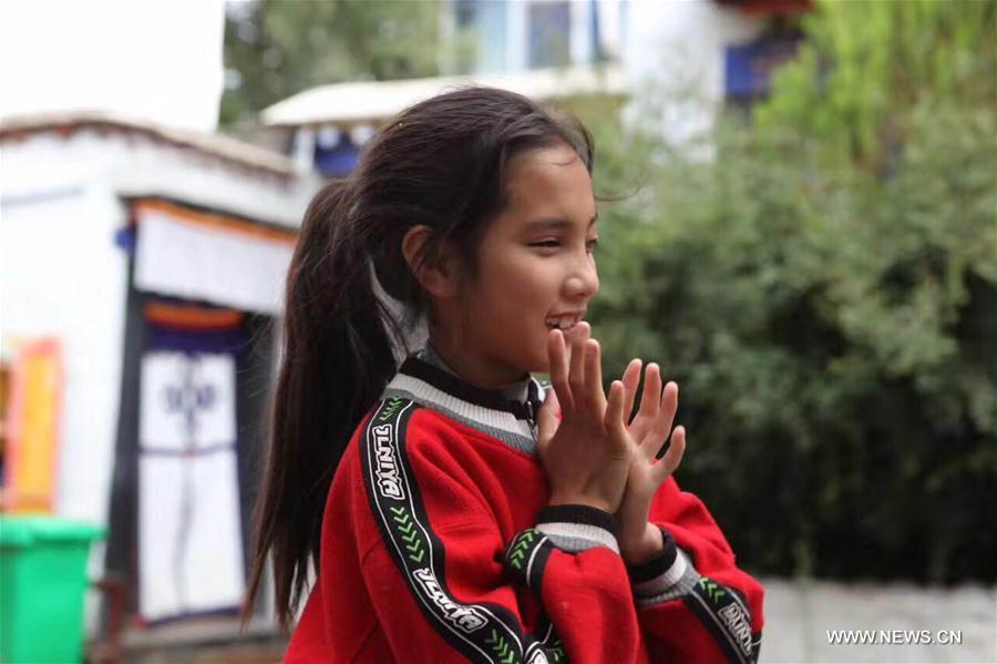 CHINA-GANSU-TIBETAN GIRL-SINGING (CN)