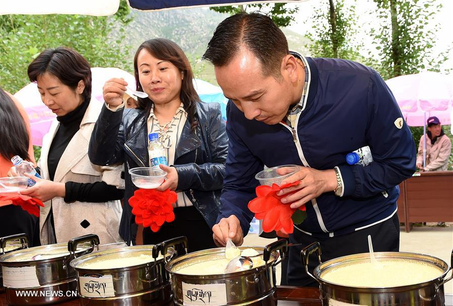 Yogurt contest held at Lhasa in SW China's Tibet