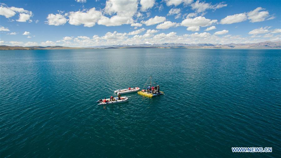 Scientists inspect lakes and rivers on Qinghai-Tibet Plateau