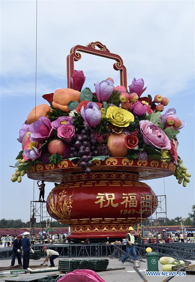 Workers set up a large flower terrace on the Tian'anmen Square in Beijing, capital of China, Sept. 24, 2017. The 17-meter-high flower terrace will be set up on the Tian'anmen Square to celebrate the upcoming National Day on Oct. 1. (Xinhua/Luo Xiaoguang)<br/>