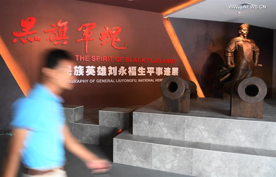 A visitor visits the Liu Yongfu Memorial Hall in Qinzhou, south China's Guangxi Zhuang Autonomous Region, Oct. 10, 2017. The memorial hall shows the stories of Liu Yongfu, a national hero who fought in the Sino-French War and died in 1917, by presenting pictures, reliefs and cultural relics. (Xinhua/Zhang Ailin)<br/>