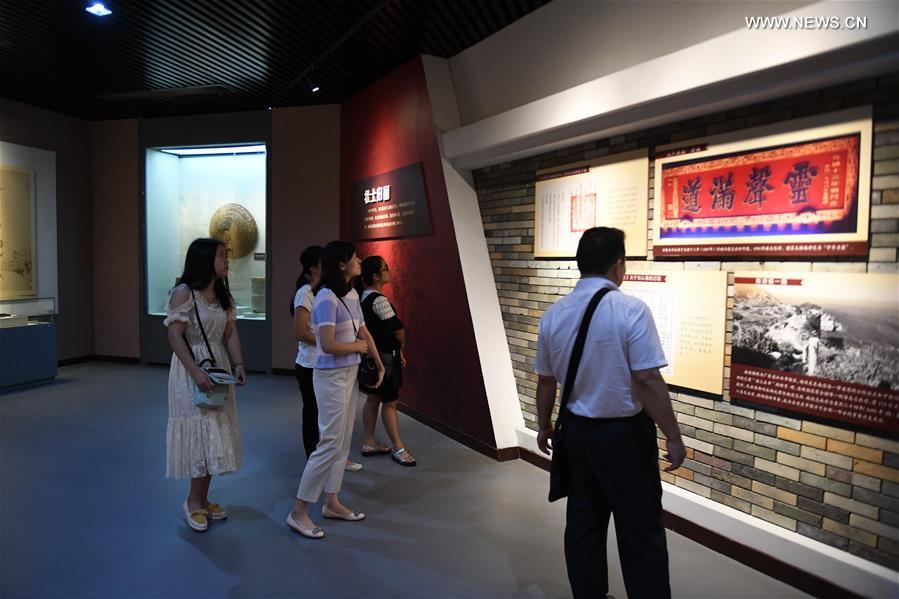 Visitors visit the Liu Yongfu Memorial Hall in Qinzhou, south China's Guangxi Zhuang Autonomous Region, Oct. 10, 2017. The memorial hall shows the stories of Liu Yongfu, a national hero who fought in the Sino-French War and died in 1917, by presenting pictures, reliefs and cultural relics. (Xinhua/Zhang Ailin)<br/>