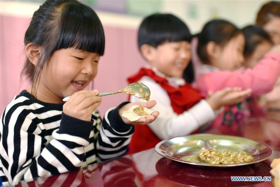 Children learn to make dumplings at a kindergarten in Shenzhou, north China's Hebei Province, Nov. 7, 2017, to celebrate the Beginning of Winter, a Chinese traditional solar term that fell on Tuesday this year. (Xinhua/Zhu Xudong)<br/>