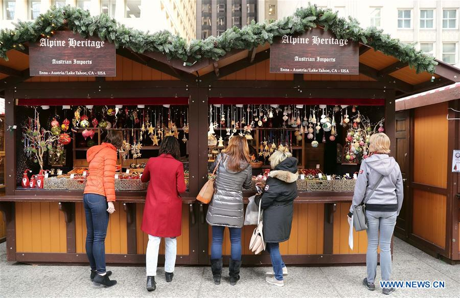 Chicago Christmas Market.People Visit Christmas Market In Chicago Xinhua English