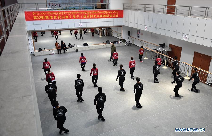CHINA-LHASA-FOLK ART GROUP-TRAINING (CN)