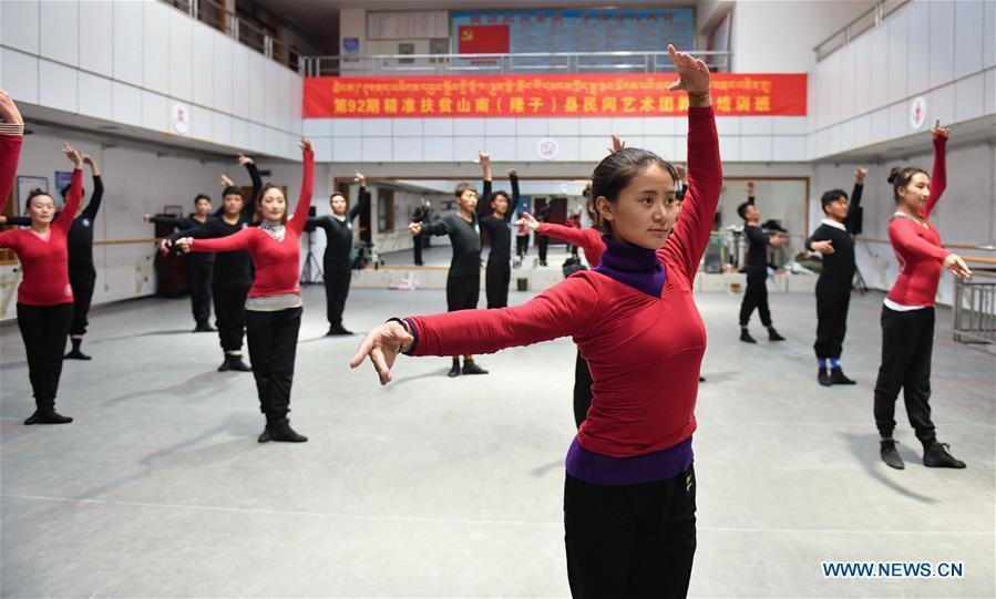 Members of folk art troupe take free professional training in Tibet