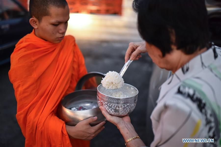 bd13e9fea Well-wishers offer alms to Buddhist monks in Bangkok