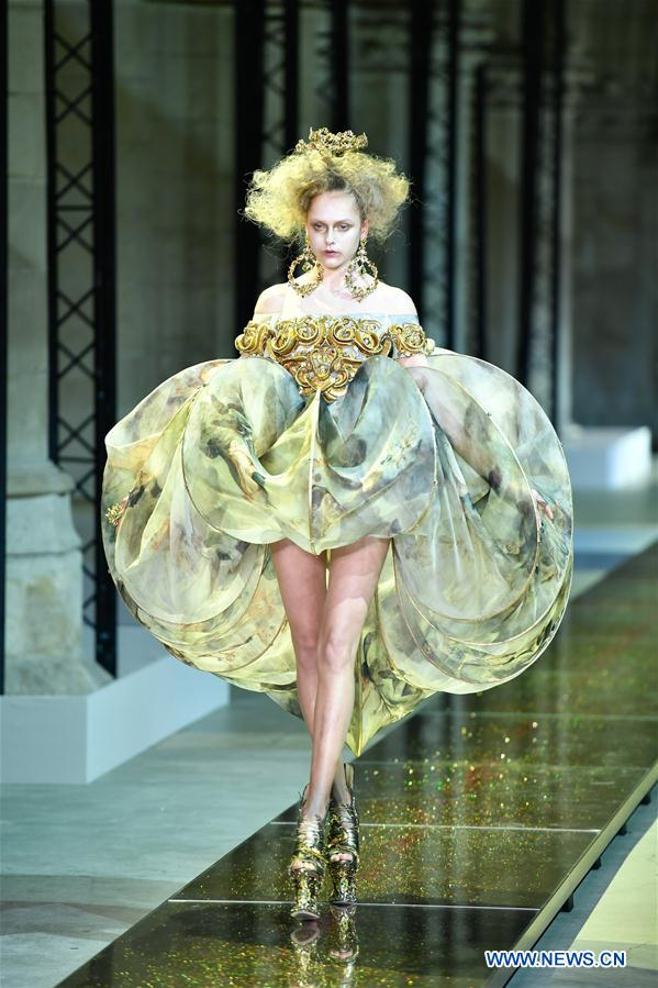 Creations of guo pei 39 s haute couture presented at paris for Haute couture in english