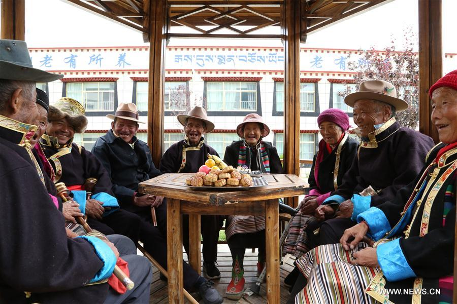 Old people celebrate the Mid-autumn Festival at a nursing home for elders in Qonggyai County, southwest China's Tibet Autonomous Region, Sept. 14, 2016. A total of 11,400 elders in the region's rural areas have been arranged in nursing homes for better care in recent years. (Xinhua/Purbu Zhaxi)<br/>