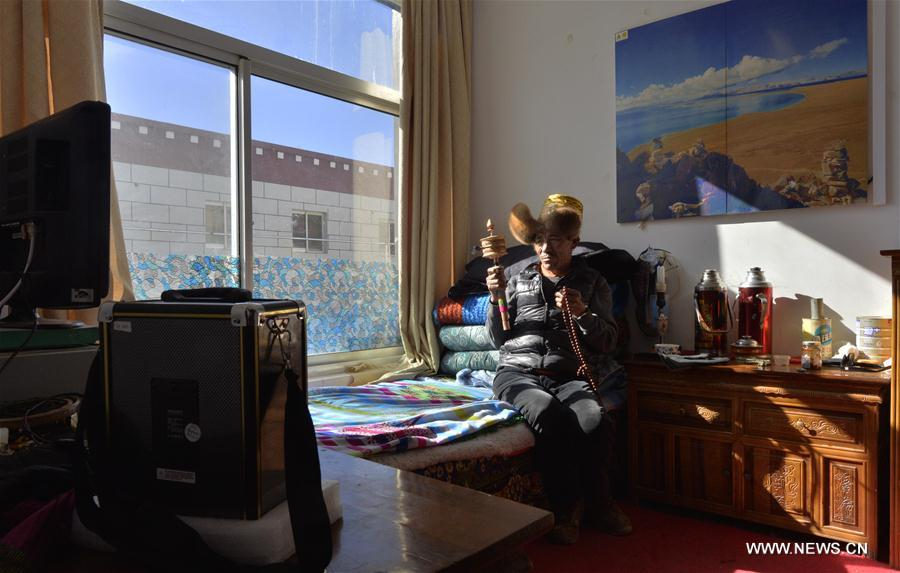Magya, 60, basks at the Jinye nursing home for elders in Dagze County, southwest China's Tibet Autonomous Region, Feb. 14, 2017. A total of 11,400 elders in the region's rural areas have been arranged in nursing homes for better care in recent years. (Xinhua/Purbu Zhaxi)<br/>