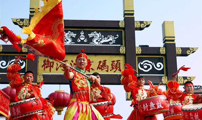 Qingming holiday parade held in central China's Henan