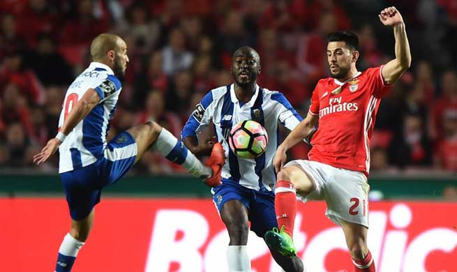 S.L. Benfica ties with FC Porto at Portuguese League soccer match