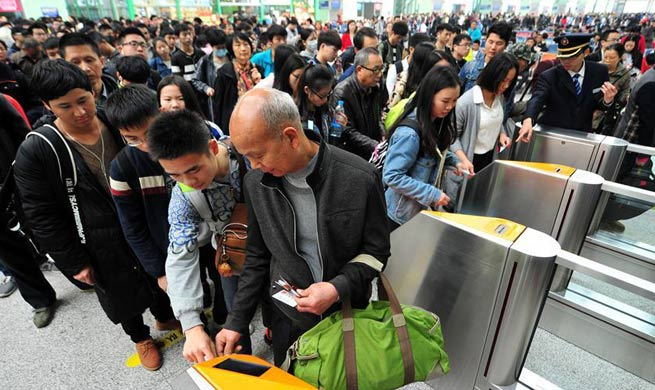 East China witnesses travel rush during Qingming Holiday