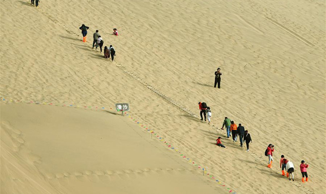 NW China's Dunhuang receives some 1.13 mln tourists in Q1