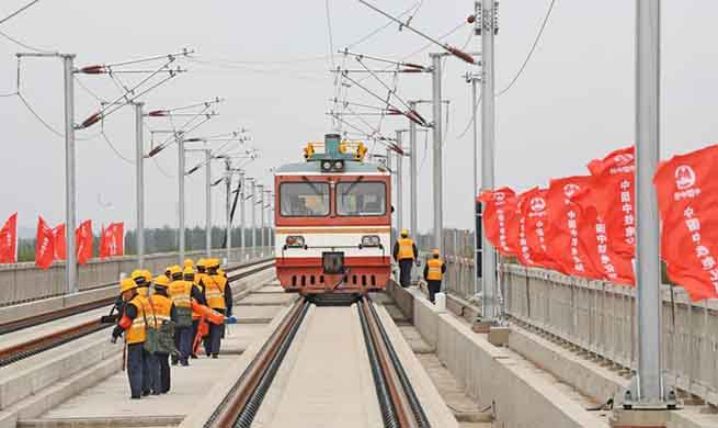 Construction members work at Liaoning section of high-speed railway