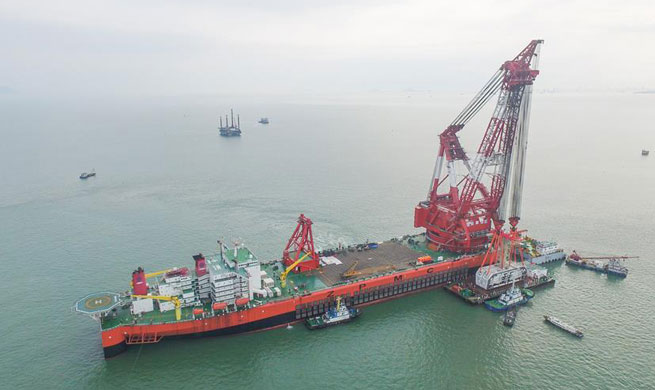 Key component of world's longest cross-sea bridge installed