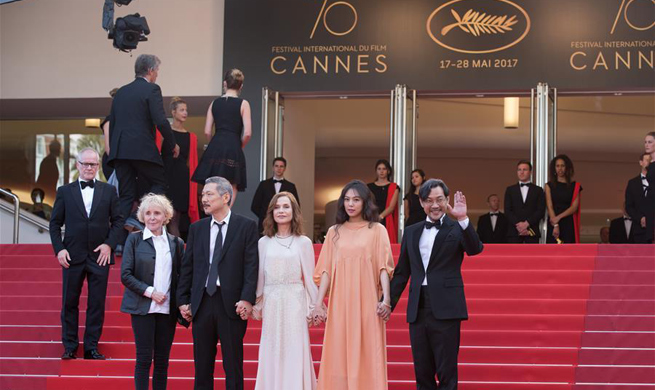 "Screening of ""The Meyerowitz Stories"" held at Cannes Int'l Film Festival"