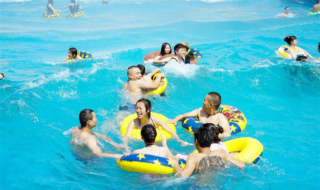 Water park attract many citizens in SW China's Chongqing