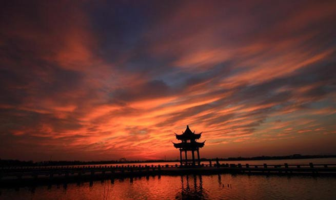 In pics: Clouds at sunrise over Didang Lake in E China