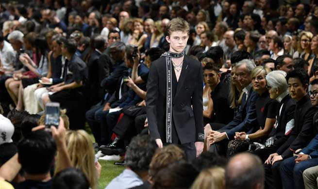 In pics: models present creations of Dior Homme