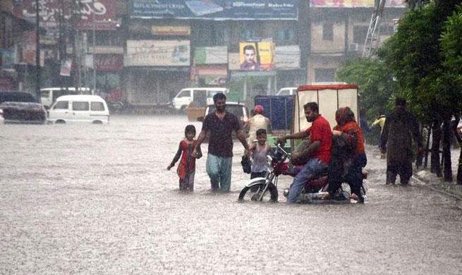 Heavy monsoon rain hits Pakistan