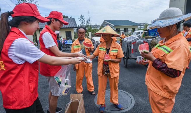Volunteers send mung bean soup, watermelons to workers in sweltering heat