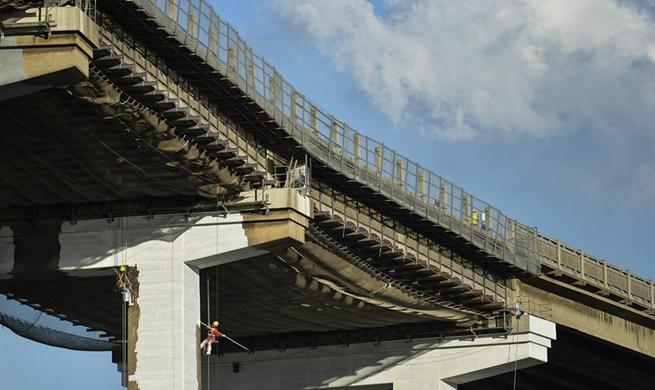 Workers renovate Nanjing Yangtze River Bridge in east China
