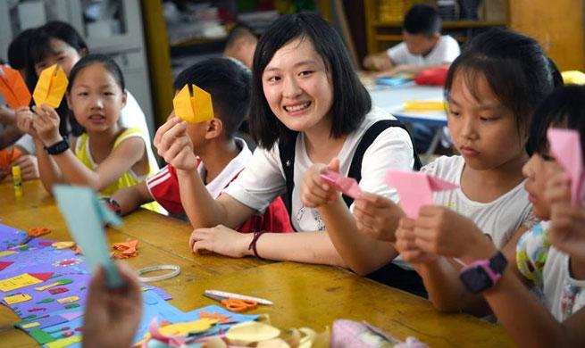 Volunteer activities enrich left-behind children's summer vacation
