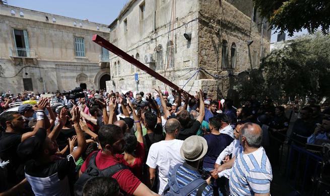 Dozens of Palestinians injured in new clashes near E. Jerusalem's shrine