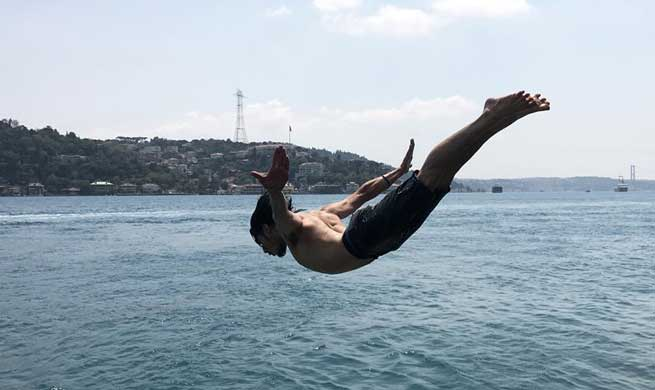 High humidity, heatwave hits Istanbul
