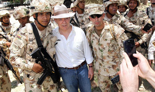 Santos witnesses departure of last container of FARC weapons