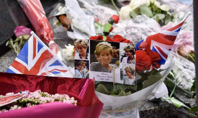 People commemorate 20th anniv. of Princess Diana's death in Paris