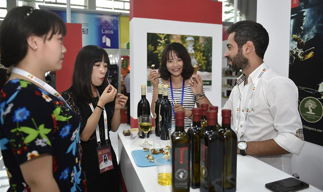 Exhibitors take part in China-Arab States Expo in Yinchuan