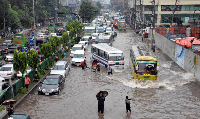 Flood wreaks havoc in Dhaka, Bangladesh