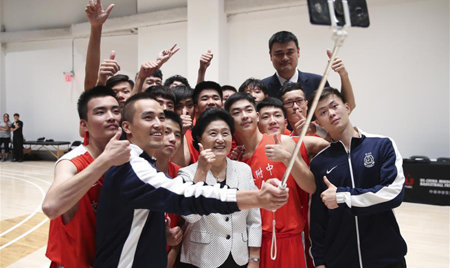 Chinese vice premier visits basketball players before friendship game