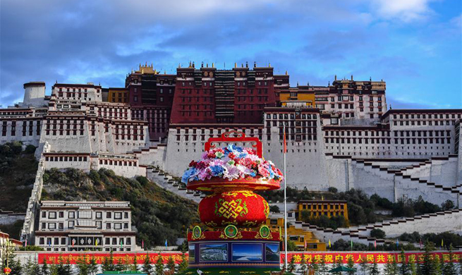 Tibet's Potala Palace decorated to greet National Day