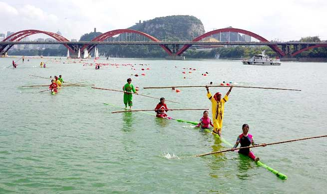 Chinese people enjoy holiday for National Day, Mid-Autumn Festival