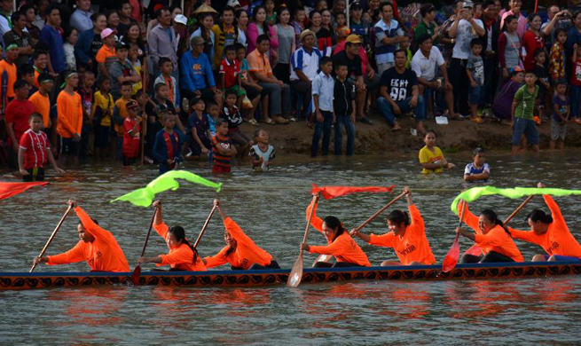 In pics: boat racing during Wan Ok Phansa festival in Laos