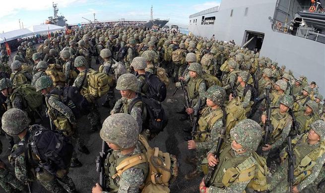 "Fleet-Marine contingent given ""Heroes' Welcome"" in Manila"