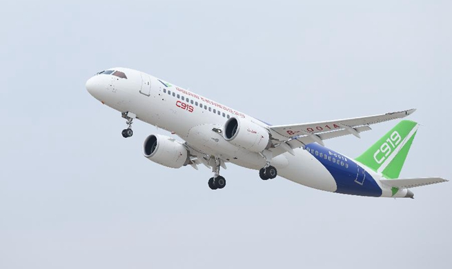 C919 makes first intercity flight